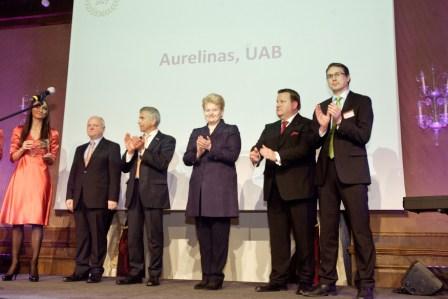 """Mūsų visų nuoširdų darbą karūnavo LR Prezidentės D.Grybauskaitės įteikti """"Gazelė 2012"""" apdovanojimai."""